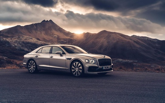 Flying Spur crowned carwow's 'Luxury Car of the Year'