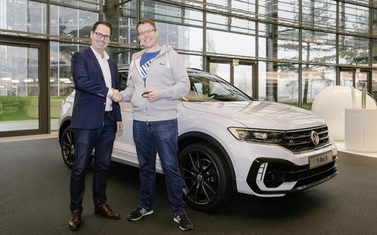 Handover of the first Volkswagen T-Roc R in the Autostadt to customer
